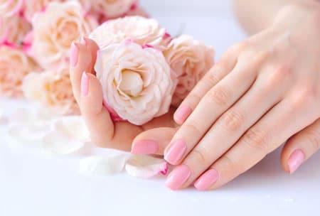 ¿Cómo cuidar las uñas en casa y evitar que se rompan?