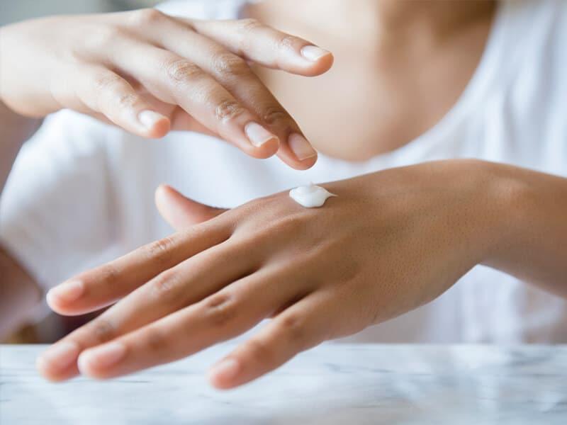 Cómo hidratar manos secas: Acaba con la sequedad de manos